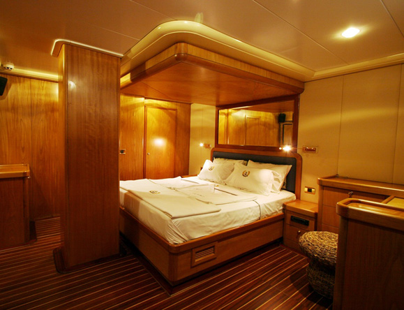 2 master cabins each with en suite bathrooms